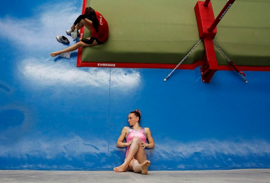 Gymnasts-optical-illusion3
